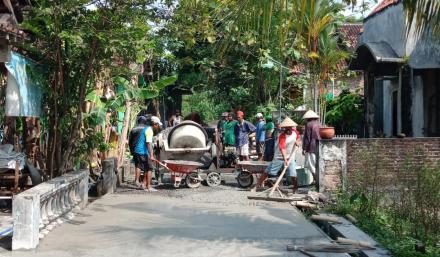 Pembangunan Corblok di Mandingan Rt 04