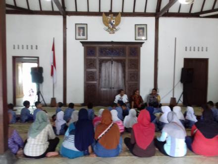 Kujungan TK Arena Putra Gumuk di Kantor Lurah Desa