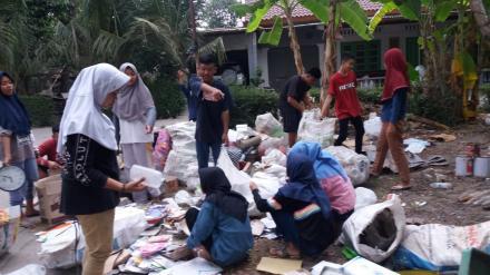 Bersih Sampah oleh Pemuda PAMANA Deresan