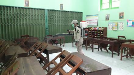 Penyemprotan Disinfektan di Wilayah Ringinharjo